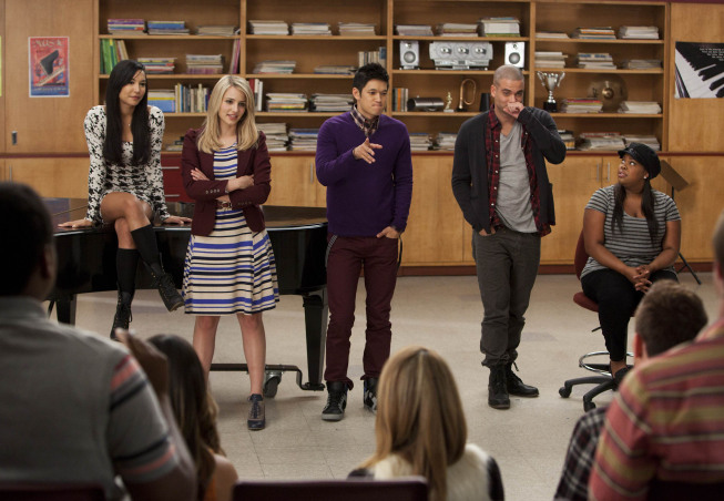 "GLEE: McKinley High's alumni return as mentors to the current glee club members in the ""Thanksgiving"" episode of GLEE airing Thursday, Nov. 29 (9:00-10:00 PM ET/PT) on FOX. Pictured L-R: Naya Rivera, Dianna Agron, Harry Shum Jr., Mark Salling and Amber Riley. ©2012 Fox Broadcasting Co. CR: Adam Rose/FOX"