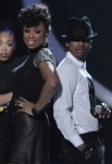 AMERICAN IDOL: Jennifer Hudson and Ne-yo perform on AMERICAN IDOL Thursday, April 12 (8:00-9:00 PM ET/PT) on FOX. CR: Carin Baer / FOX
