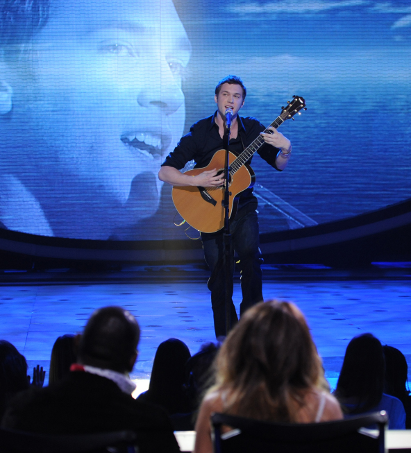 AMERICAN IDOL:  Phillip Phillips performs in front of the Judges on AMERICAN IDOL airing Tuesday, Feb. 28 (8:00-10:00 PM ET/PT) on FOX. CR: Michael Becker / FOX.