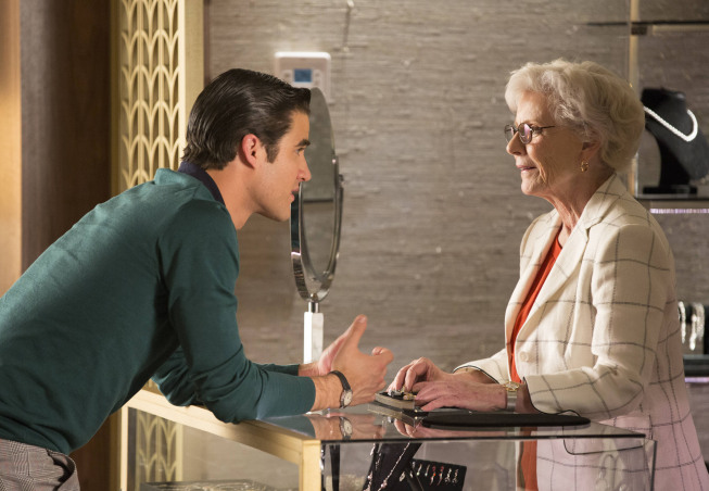 "GLEE: Guest star Patty Duke (R) helps Blaine (Darren Criss, L) shop for a ring in the ""All Or Nothing"" season finale episode of GLEE airing Thursday, May 9 (9:00-10:00 PM ET/PT) on FOX. ©2013 Fox Broadcasting Co. CR: Jennifer Clasen/FOX"