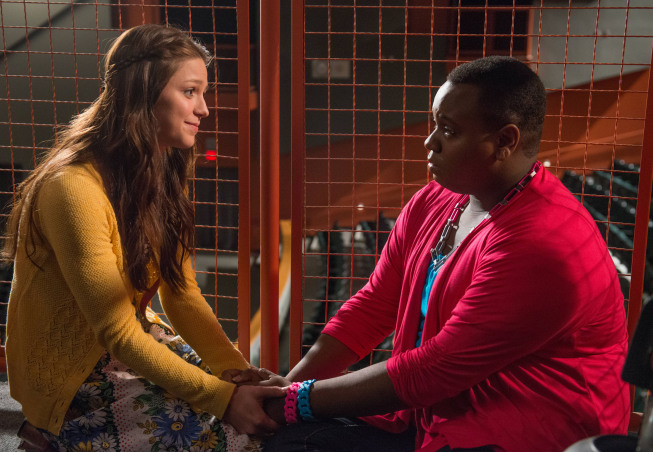 """GLEE: Marley (Melissa Benoist, L) and Unique (Alex Newell, R) have a heart to heart talk in the """"All Or Nothing"""" season finale episode of GLEE airing Thursday, May 9 (9:00-10:00 PM ET/PT) on FOX. ©2013 Fox Broadcasting Co. CR: Eddy Chen/FOX"""