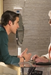 GLEE: Guest star Patty Duke (R) helps Blaine (Darren Criss, L) shop for a ring in the