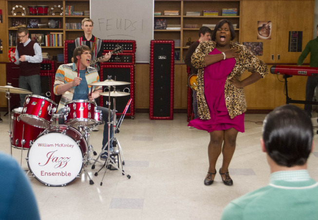 "GLEE: Ryder (Blake Jenner, L) and Unique (Alex Newell, R) perform in the ""Feud"" episode of GLEE airing on Thursday, March 14 (9:00-10:00 PM ET/PT) on FOX. ©2013 Fox Broadcasting Co. CR: Adam Rose/FOX"