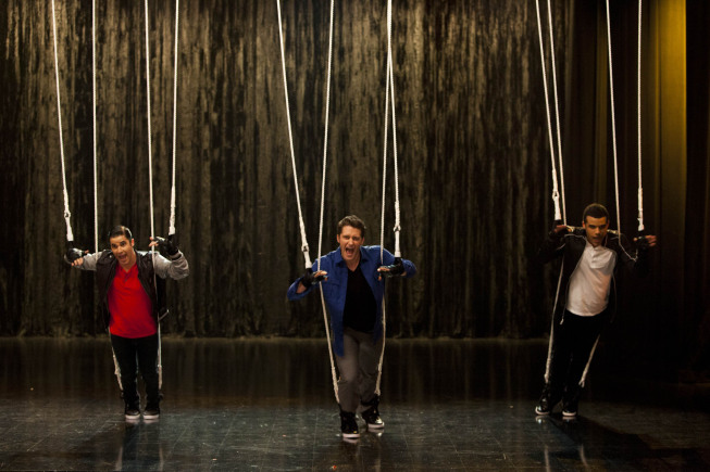 """GLEE: Will (Matthew Morrison, C) performs along with Blaine (Darren Criss, L) and Jake (Jacob Artist, R) in the """"Feud"""" episode of GLEE  airing on Thursday, March 14  (9:00-10:00 PM ET/PT) on FOX. ©2013 Fox Broadcasting Co. CR: Adam Rose/FOX"""