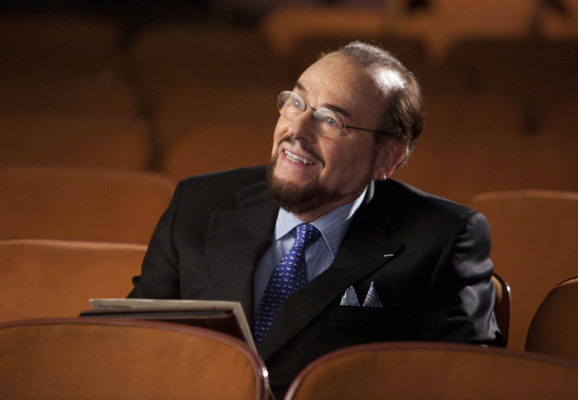 """GLEE: James Lipton guest-stars as himself in the """"Goodbye"""" season finale episode of GLEE airing Tuesday, May 22 (9:00- 10:00 PM ET/PT) on FOX. ©2012 Fox Broadcasting Co. CR: Adam Rose/FOX"""