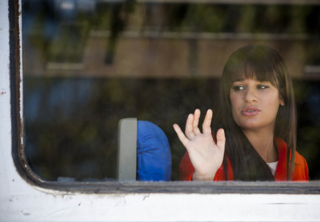"""GLEE: Rachel (Lea Michele) heads to New York to follow her dreams in the """"Goodbye"""" season finale episode of GLEE airing Tuesday, May 22 (9:00- 10:00 PM ET/PT) on FOX. ©2012 Fox Broadcasting Co. CR: Adam Rose/FOX"""