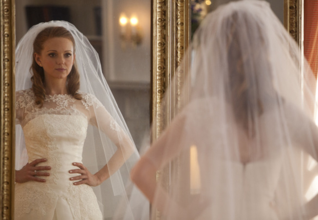 """GLEE: Emma (Jayma Mays) prepares for her wedding day in the """"I Do"""" episode of GLEE airing Thursday, Feb. 14 (9:00-10:00 PM ET/PT) on FOX. ©2013 Fox Broadcasting Co. CR: Adam Rose/FOX"""