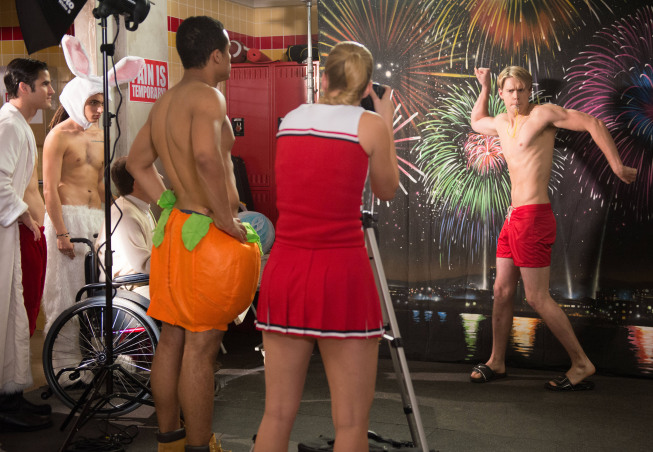 "GLEE: The glee club puts together a calendar photo shoot to raise money for Regionals in the ""Naked"" episode of GLEE airing Thursday, Jan. 31 (9:00-10:00 PM ET/PT) on FOX. Pictured L-R: Darren Criss, Samuel Larsen, Kevin McHale, Jacob Artist, Heather Morris and Chord Overstreet. ©2013 Fox Broadcasting Co. CR: Eddy Chen/FOX"