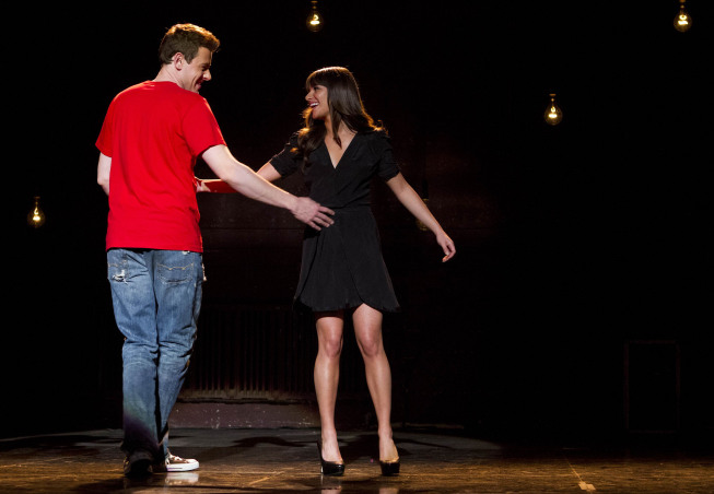 """GLEE: Finn (Cory Monteith, L) and Rachel (Lea Michele, R) perform in the """"Sweet Dreams"""" episode of GLEE airing Thursday, April 18 (9:00-10:00 PM ET/PT) on FOX. ©2013 Fox Broadcasting Co. Cr: Adam Rose/FOX"""
