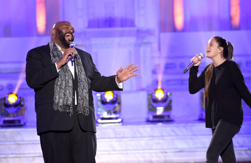AMERICAN IDOL: Season 2 winner Ruben Studdard with contestant Avalon Young in the†???Showcase #1: 1st 12 Performances??? episode of AMERICAN IDOL airing Wednesday, Feb. 10 (8:00-9:01 PM ET/PT) on FOX. Cr: Michael Becker / FOX. © 2016 FOX Broadcasting Co.