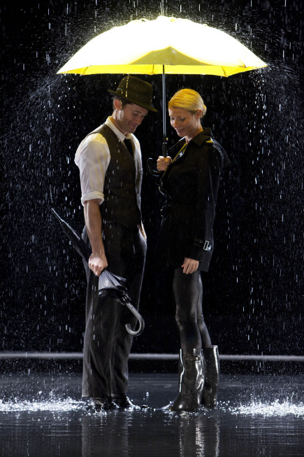 """GLEE: Will (Matthew Morrison, L) and Holly (guest star Gwyneth Paltrow, R) perform """"Singing in the Rain and """"Umbrella"""" in """"The Substitute"""" episode of GLEE airing Tuesday, Nov. 16 (8:00-9:00 PM ET/PT) on FOX. ©2010 Fox Broadcasting Co. CR: Adam Rose/FOX"""