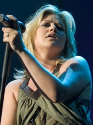 Kelly Clarkson and Country Singer Jason Aldean Record a Duet