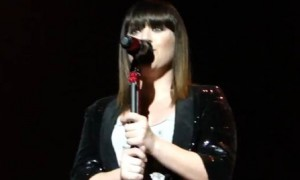 Kelly Clarkson Covers Pink and Paramore – (VIDEOS)