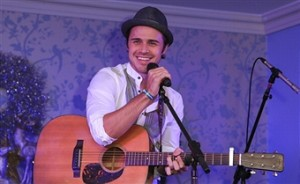 Fellow American Idols Send Well Wishes to Kris Allen and His Family (TWEETS)