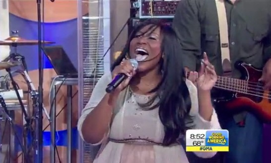 "Mandisa sings ""Overcomer"" on Good Morning America"