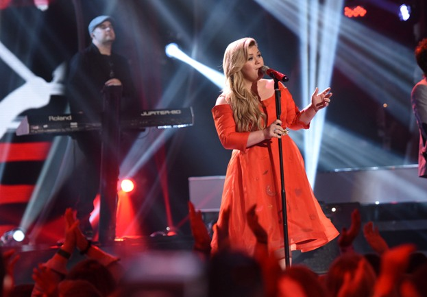 AMERICAN IDOL XIV: Kelly Clarkson performs on AMERICAN IDOL XIV airing Wednesday, April 1 (8:00-10:00 PM ET/PT) on FOX. CR: Michael Becker / FOX. © FOX BROADCASTING CO. This Image is embargoed until 10:00 PM PT.