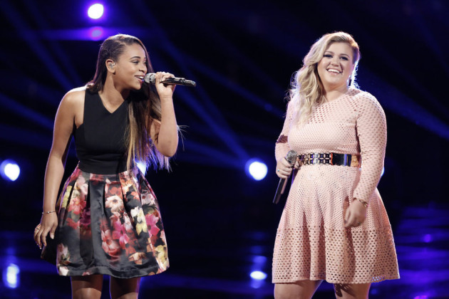 """THE VOICE -- """"Live Finale"""" Episode 818B -- Pictured: (l-r) Koryn Hawthorne, Kelly Clarkson -- (Photo by: Tyler Golden/NBC)"""