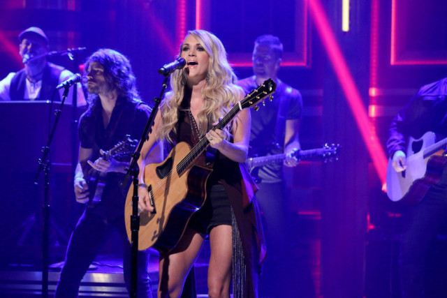 THE TONIGHT SHOW STARRING JIMMY FALLON -- Episode 0326 -- Pictured: Musical guest Carrie Underwood performs on September 10, 2015 -- (Photo by: Douglas Gorenstein/NBC)