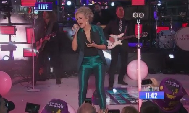 Carrie Underwood New Year's Rockin Eve 2016 Performance