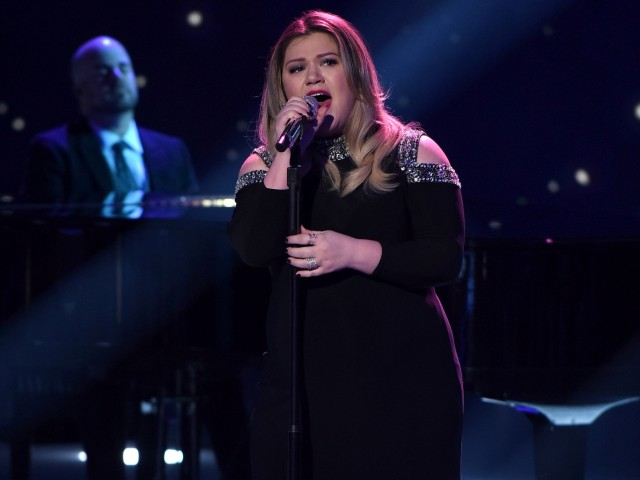 AMERICAN IDOL: Top 10: Guest judge and Season 1 winner Kelly Clarkson performs on AMERICAN IDOL airing Thursday, Feb. 25 (8:00-10:00 PM ET/PT) on FOX. © 2016 FOX Broadcasting Co. Cr: Ray Mickshaw/ FOX. This image is embargoed until Thursday, Feb. 25,10:00PM PT / 1:00AM ET
