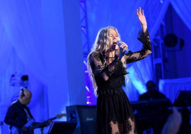 """AMERICAN IDOL: Contestant Emily Brooke in the """"Showcase #1: 1st 12 Performances"""" episode of AMERICAN IDOL airing Wednesday, Feb. 10 (8:00-9:01 PM ET/PT) on FOX. Cr: Michael Becker / FOX. © 2016 FOX Broadcasting Co."""