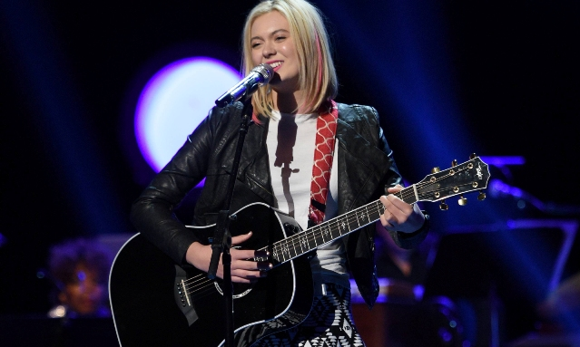 "AMERICAN IDOL: Olivia Roxperforms in the ""Hollywood Round #3"" episode of AMERICAN IDOL airing Wednesday, Feb. 3 (8:00-9:01 PM ET/PT) on FOX. © 2016 FOX Broadcasting Co. Cr: Michael Becker / FOX."