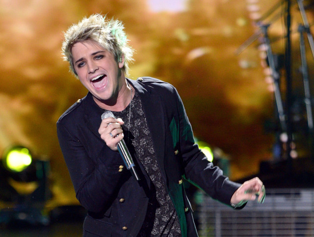 AMERICAN IDOL: Top 3 Revealed: Contestant Dalton Rapattoni performs on AMERICAN IDOL airing Thursday, March 31 (8:00-10:00 PM ET/PT) on FOX. © 2016 FOX Broadcasting Co. Cr: Michael Becker/ FOX. This image is embargoed until Thursday, March 31,10:00PM PT / 1:00AM ET