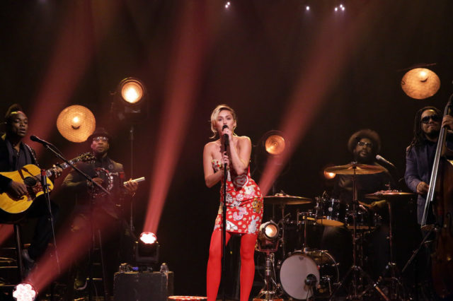 THE TONIGHT SHOW STARRING JIMMY FALLON -- Episode 0535 -- Pictured: Musical guest Miley Cyrus performs with The Roots on September 16, 2016 -- (Photo by: Andrew Lipovsky/NBC)