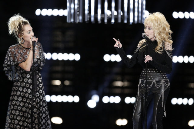 """THE VOICE -- """"Live Top 10"""" Episode 1116B -- Pictured: (l-r) Miley Cyrus, Dolly Parton -- (Photo by: Tyler Golden/NBC)"""