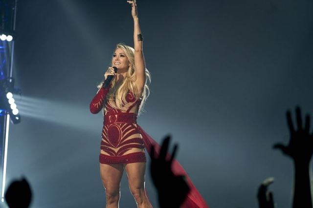 Carrie Underwood SNF 2017 Photo