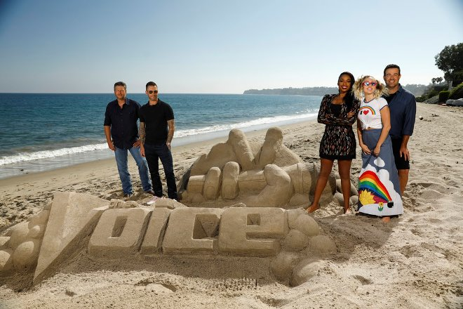 "THE VOICE -- ""Press Junket"" -- Coaches Blake Shelton, Adam Levine, Jennifer Hudson, Miley Cyrus and host Carson Daly bond and enjoy a day at the beach on a picturesque Southern California afternoon. NBC?s three-time Emmy Award-winning series ?The Voice? returns for its 13th season on Monday, Sept. 25 (8-10 p.m. ET/PT) -- (Photo by: Trae Patton/NBC)"