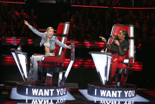 """THE VOICE -- """"Blind Auditions"""" -- Pictured: (l-r) Miley Cyrus, Jennifer Hudson -- (Photo by: Trae Patton/NBC)"""
