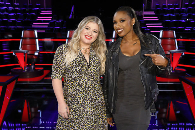 "THE VOICE -- ""Knockout Reality"" -- Pictured: (l-r) Kelly Clarkson, Jennifer Hudson -- (Photo by: Trae Patton/NBC)"