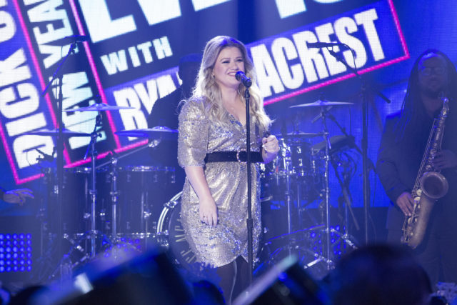 DICK CLARK'S NEW YEAR'S ROCKIN' EVE WITH RYAN SEACREST 2018 - AmericaÕs biggest celebration of the year takes place on SUNDAY, DECEMBER 31, beginning at 8 p.m. EST, on the ABC Television Network. (ABC/Kelsey McNeal) KELLY CLARKSON