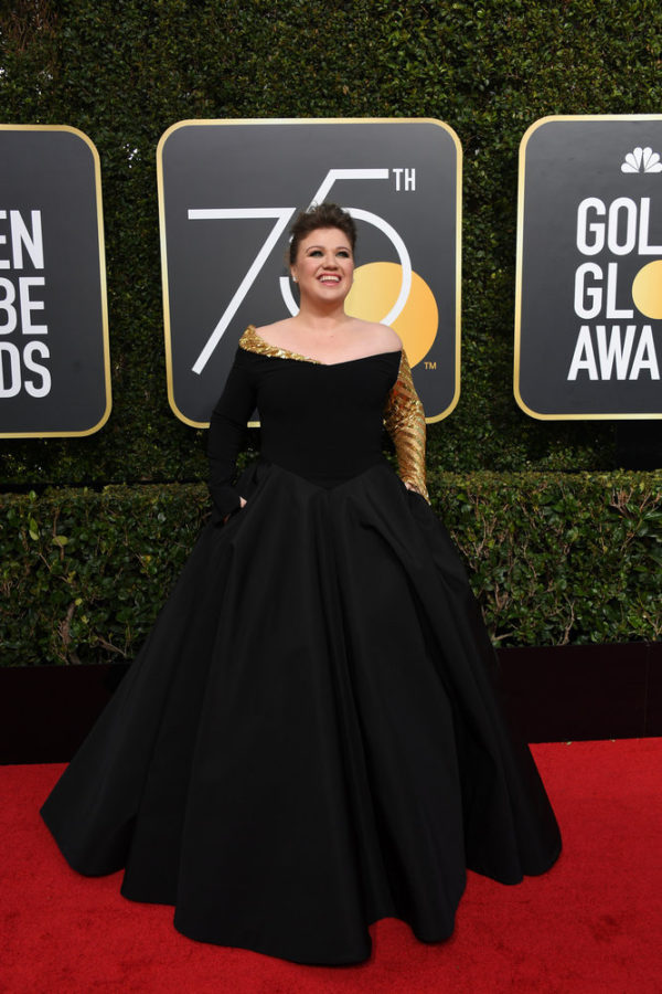 """75th ANNUAL GOLDEN GLOBE AWARDS -- Pictured: Kelly Clarkson, """"The Voice"""", arrives to the 75th Annual Golden Globe Awards held at the Beverly Hilton Hotel on January 7, 2018 -- (Photo by: Kevork Djansezian/NBC)"""