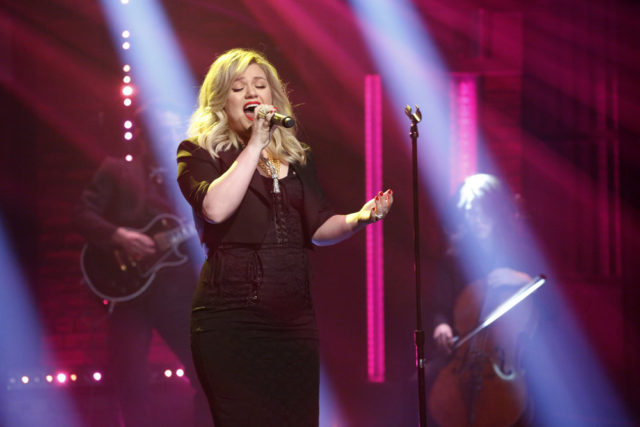 LATE NIGHT WITH SETH MEYERS -- Episode 651 -- Pictured: Musical guest Kelly Clarkson performs on February 27, 2018 -- (Photo by: Lloyd Bishop/NBC)