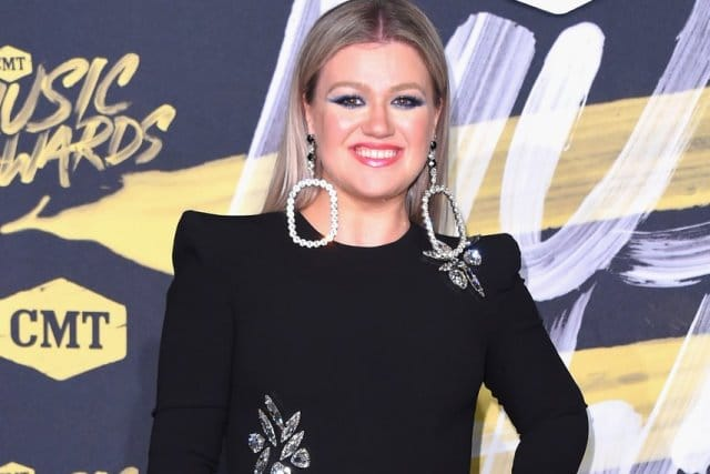2018 CMT Awards - Kelly Clarkson 1