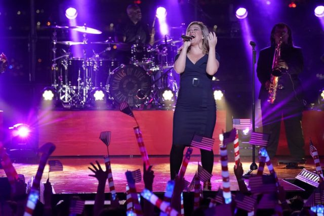 """MACY'S FOURTH OF JULY FIREWORKS SPECTACULAR -- Pictured: Kelly Clarkson rehearses for the 2018 """"Macy's Fourth of July Fireworks Spectacular"""" at the South Street Seaport in New York City -- (Photo by: Virginia Sherwood/NBC)"""