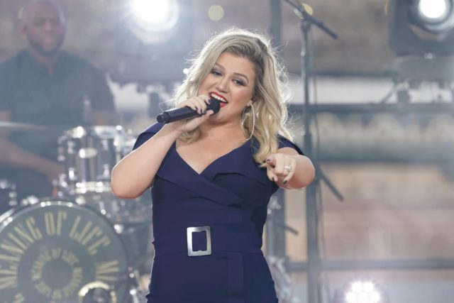 "MACY'S FOURTH OF JULY FIREWORKS SPECTACULAR -- Pictured: Kelly Clarkson rehearses for the 2018 ""Macy's Fourth of July Fireworks Spectacular"" at the South Street Seaport in New York City -- (Photo by: Virginia Sherwood/NBC)"