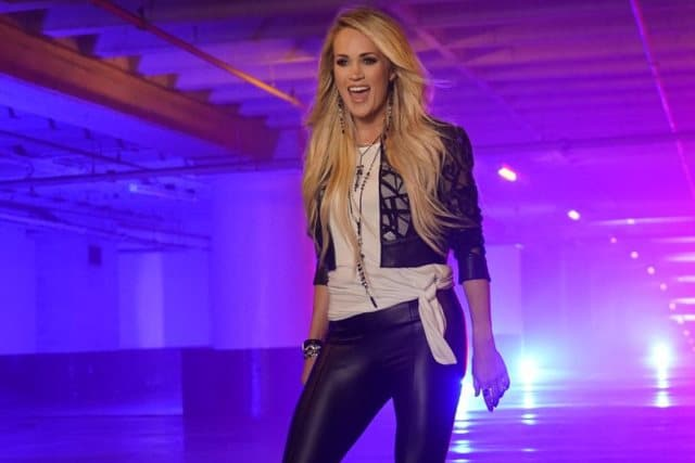 Carrie Underwood SNF 2018 Photo-feat