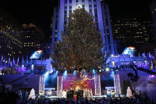 CHRISTMAS IN ROCKEFELLER CENTER -- Pictured: Environmental during the 2017 Christmas In Rockefeller Center -- (Photo by: Eric Liebowitz/NBC)