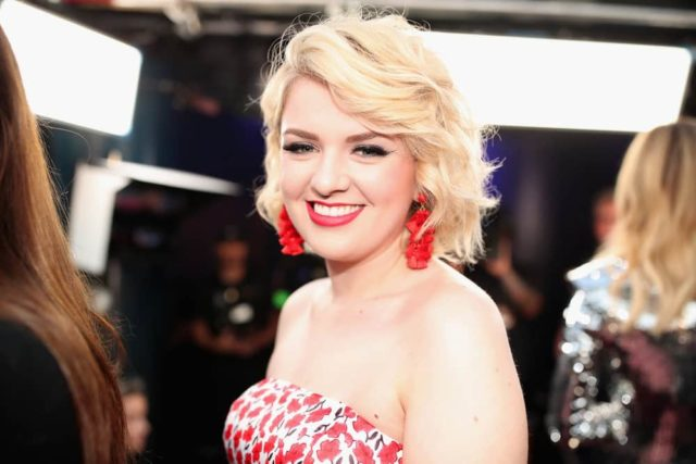2018 E! PEOPLE'S CHOICE AWARDS -- Pictured: Maddie Poppe arrives to the 2018 E! People's Choice Awards held at the Barker Hangar on November 11, 2018 -- (Photo by: Christopher Polk/E! Entertainment)