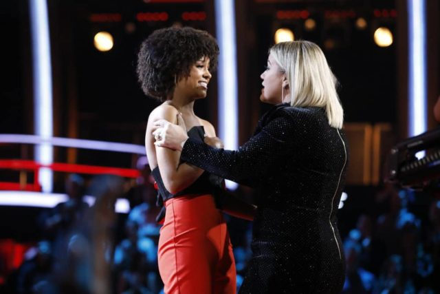 """THE VOICE -- """"Live Playoffs"""" Episode 1514B -- Pictured: (l-r) Lynnea Moorer, Kelly Clarkson -- (Photo by: Trae Patton/NBC)"""