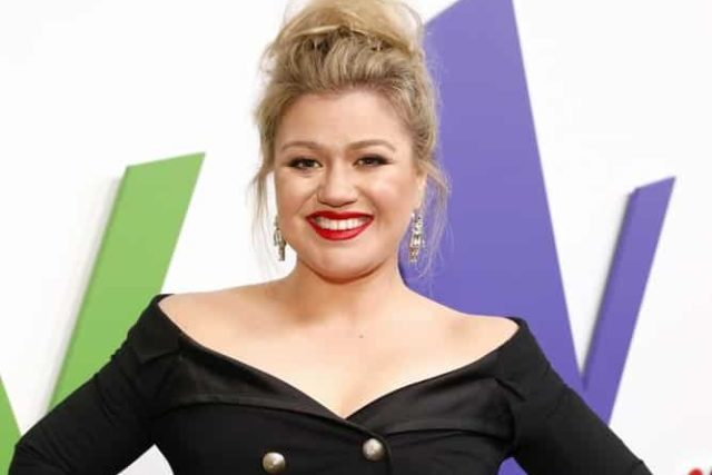 "THE VOICE -- ""Live Top 13"" Episode 1515A -- Pictured: Kelly Clarkson -- (Photo by: Trae Patton/NBC)"