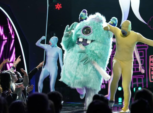 """THE MASKED SINGER: Monster in the """"Mask On Face Off"""" series premiere of THE MASKED SINGER airing Wednesday, Jan 2 (9:00-10:00 PM ET/PT) on FOX. © 2019 FOX Broadcasting. CR: Michael Becker / FOX."""