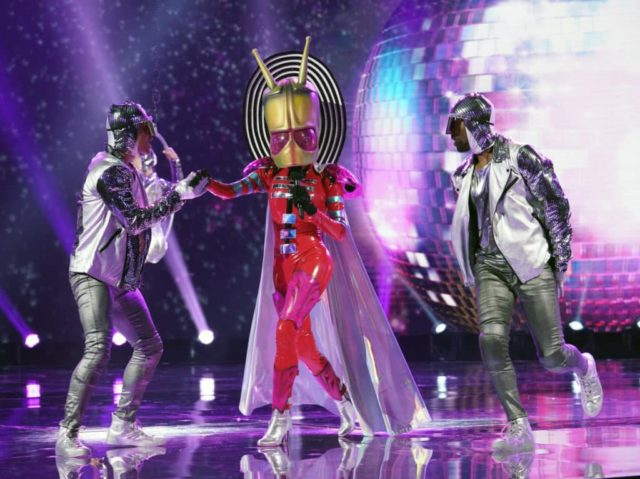 "THE MASKED SINGER: Alien in the ""Another Mask Bites the Dust"" airing Wednesday, Jan. 23 (9:00-10:00 PM ET/PT) on FOX. © 2019 FOX Broadcasting. Cr: Michael Becker / FOX."