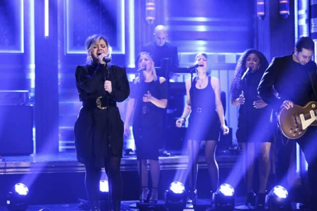 THE TONIGHT SHOW STARRING JIMMY FALLON -- Episode 1040 -- Pictured: Musical guest Kelly Clarkson performs on April 3, 2019 -- (Photo by: Andrew Lipovsky/NBC)