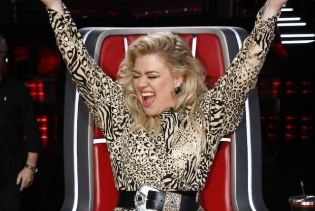 """THE VOICE -- """"Live Top 24"""" Episode 1613A -- Pictured: Kelly Clarkson -- (Photo by: Trae Patton/NBC)"""