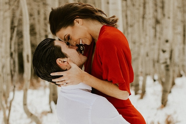 Jenna Johnson and Val Chmerkovskiy engagement photos https://app.asana.com/0/32923395333443/928233548674689/f Credit: Summer Rae