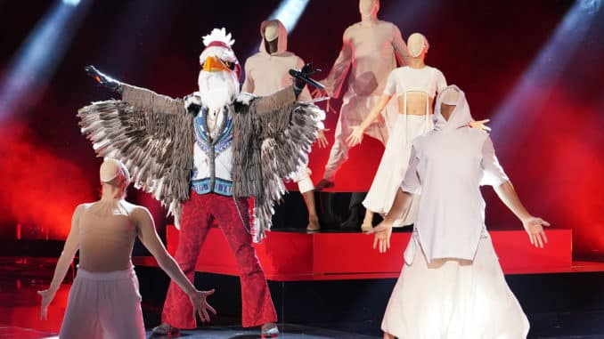 "THE MASKED SINGER: The Eagle in the ""Return of the Masks: Group D"" episode of THE MASKED SINGER airing Wednesday, Oct. 9 (8:00-9:01 PM ET/PT) on FOX.© 2019 FOX MEDIA LLC. CR: Michael Becker / FOX."